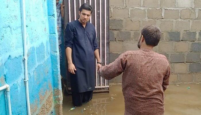 Syed Iqrar ul Hassan visiting flood victims